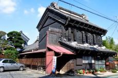 斜めから見た原田家住宅