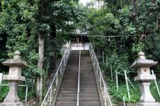 塚上の社殿