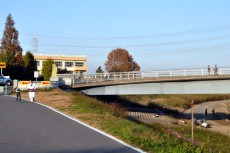 川越橋のたもと
