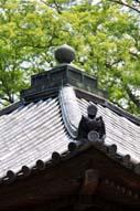 宝形造の屋根と宝珠