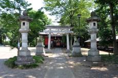 参道と拝殿