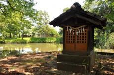 弁財天と池