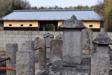 奥貫友山墓と長屋門