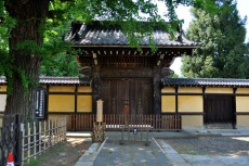 養寿院の山門